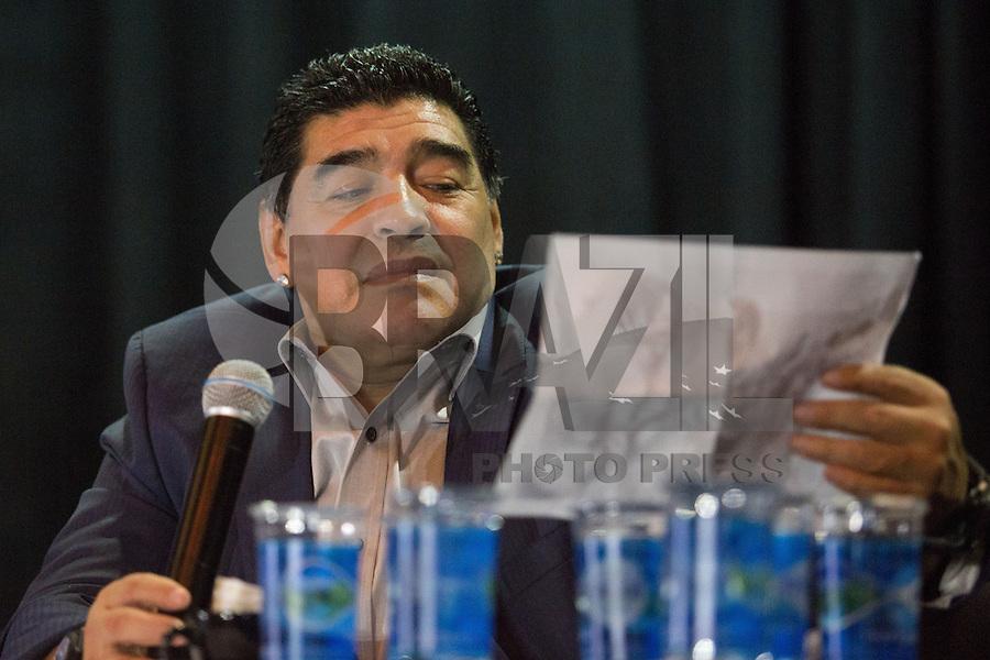 SAO PAULO, SP, 04.08.2013 - O ex-jogador argentino Diego Maradona durante um encontro organizado pelo Corinthians com o objetivo de rebelar-se contra a forma como a Conmebol conduz seus campeonatos no Parque São Jorge em São Paulo (SP), nesta quarta-feira (4). (Foto: Vanessa Carvalho / Brazil Photo Press).