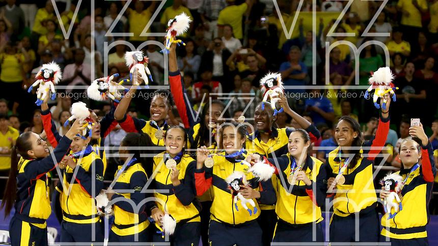 BARRANQUILLA - COLOMBIA, 24-07-2018:  Jugadoras de Colombia celebran la victoria con la que consiguieron la medalla de oro ante Cuba durante partido de final en la modalidad de Baloncesto femenino como parte de los Juegos Centroamericanos y del Caribe Barranquilla 2018. /  Players of Colombia celebrate the vicoty with they achieve the gold medal facing to Cuba during final match of women's Basketball as a part of the Central American and Caribbean Sports Games Barranquilla 2018. Photo: VizzorImage / Cont