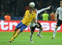 Fussball International  WM Qualifikation 2014   16.10.2012 Deutschland - Schweden Johan Elmander (li, Schweden) gegen Bastian Schweinsteiger (Deutschland)