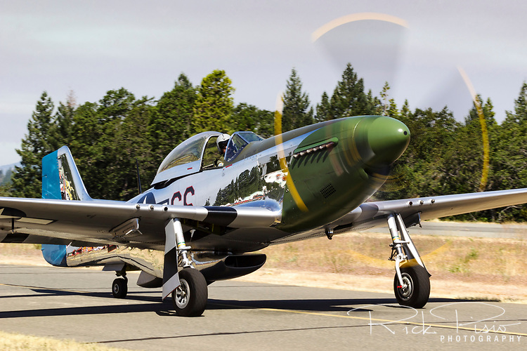 "P-51D Mustang 44-63807 (N20MS) ""Daddy's Girl"" taxies on the Grass Valley ramp after arrival."