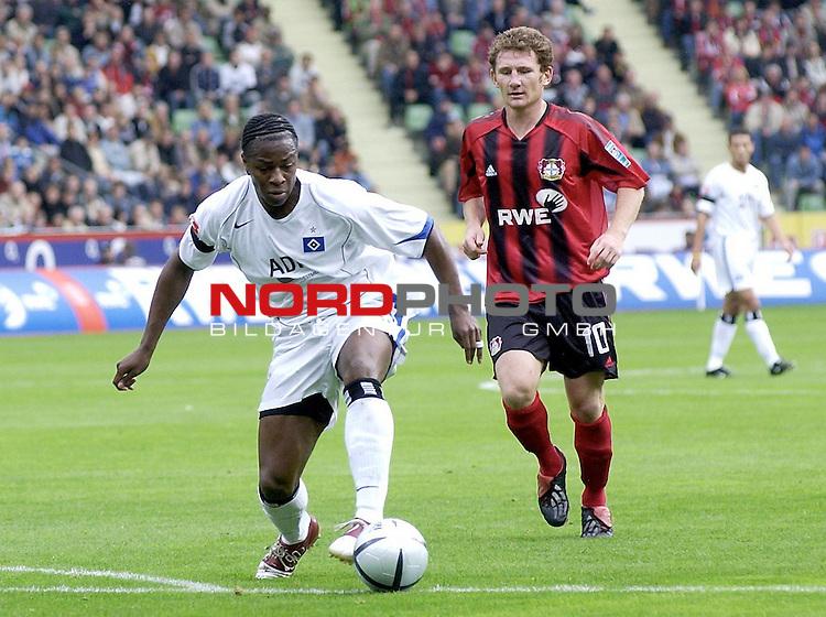 BL 2004/2005 <br /> 7.Spieltag<br /> Bayer04 Leverkusen vs. Hamburger SV<br /> Emile Mpenza vom  Hamburger SV vor Paul Steiner von Bayer04 Leverkusen.<br /> Foto &copy; nordphoto <br /> <br />  *** Local Caption *** Foto ist honorarpflichtig! zzgl. gesetzl. MwSt.<br />  Belegexemplar erforderlich<br /> Adresse: nordphoto<br /> Georg-Reinke-Strasse 1<br /> 49377 Vechta