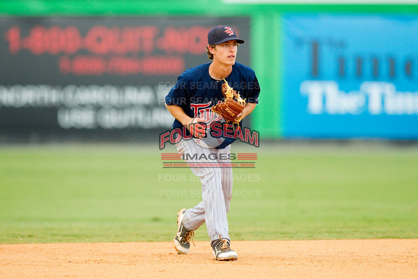 Elizabethton Twins shortstop Ryan Walker (18) on defense against the Burlington Royals at Burlington Athletic Park on August 11, 2013 in Burlington, North Carolina.  The Twins defeated the Royals 12-5.  (Brian Westerholt/Four Seam Images)