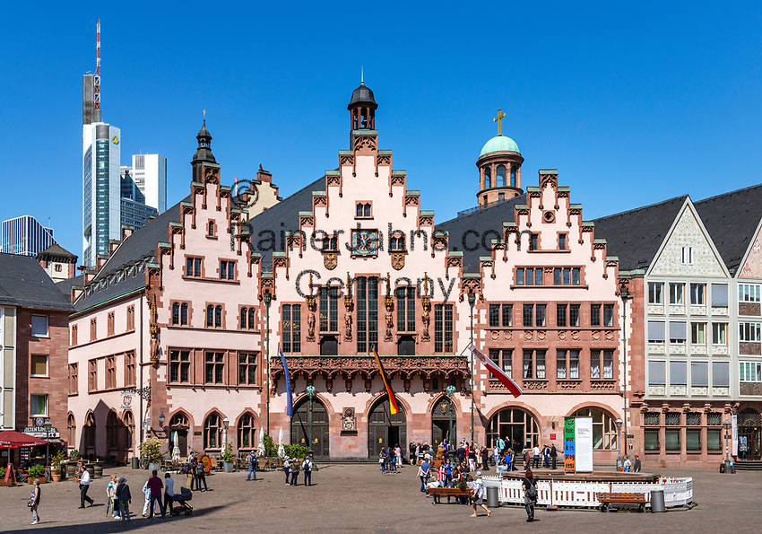 Germany, Hesse, Frankfurt on the Main: The Roemer - the town's cityhall and landmark   Deutschland, Hessen, Frankfurt am Main: der Roemer -Rathaus und Wahrzeichen der Stadt