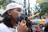MEDELLÍN - COLOMBIA, 06-05-2017. Un hombre fuma un cigarrillo de marihuana durante la Novena Marcha Mundial de La marihuana hoy 06 de mayo de 2017 en la ciudad de Medellín, Colombia. / A man smokes a cigarrette of marijuana during the 9ª World March of Marijuana today May 6 of 2017 in Medellin City. Photo: VizzorImage / León Monsalve / Cont
