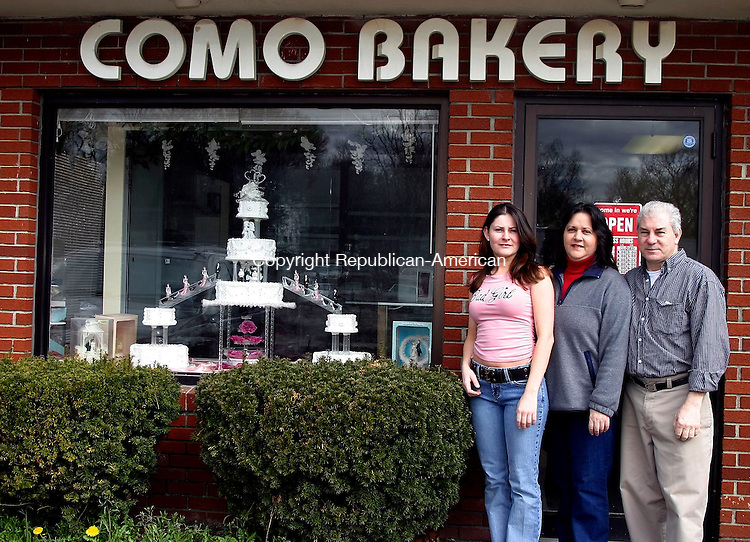 WATERBURY, CT- 13 APRIL 2005- 041305DA01.JPG -Como Bakery. (owners) L-R, Elizabeth Baez, Lida de la Cruz, and Ivan Ramirez.  For marketplace. Staff photo. Darlene Douty.