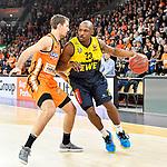 12.01.2020, ratiopharm arena, Neu-Ulm, GER, BBL-Pokal, ratiopharm ulm vs EWE Baskets Oldenburg, <br /> im Bild Zoran Dragic (Ulm, #5), Rickey Paulding (Oldenburg, #23)<br /> <br /> Foto © nordphoto / Hafner