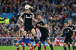 Chelsea´s David Luiz (L) and Gary Cahill during Champions League semifinal first leg soccer match between Atletico de Madrid and Chelsea, at the Vicente Calderon stadium, in Madrid, Spain, April 22, 2014. (ALTERPHOTOS/Victor Blanco)