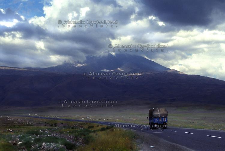 Turchia Monte Ararat, Anatolia orientale,  luogo dove secondo la Bibbia, ci sarebbero i resti dell'arca di Noe'.Turkey Mount Ararat, Eastern Anatolia. Biblical resting place of Noahs  Ark, Agri Province .