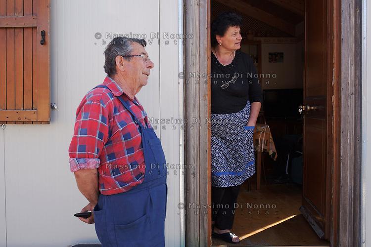 Bonefro: Ermindo e sua moglie Teresa davanti la loro casetta.