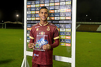 RIONEGRO - COLOMBIA, 14-02-2020: Juan David Rios del Tolima recibe la distinción al mejor jugador depués del partido por la fecha 5 entre Rionegro Águilas y Deportes Tolima de la Liga BetPlay DIMAYOR I 2020 jugado en el estadio Alberto Grisales de la ciudad de Rionegro. / Juan David Rios of Tolima receives the best player prize after the match for the date 5 between Rionegro Aguilas and Deportes Tolima of the BetPlay DIMAYOR League I 2020 played at Alberto Grisales stadium in Rionegro city. Photo: VizzorImage / Leon Monsalve / Cont
