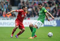 FUSSBALL   1. BUNDESLIGA   SAISON 2011/2012   32. SPIELTAG SV Werder Bremen - FC Bayern Muenchen               21.04.2012 Danijel Pranjic (li, FC Bayern Muenchen) gegen Claudio Pizarro (re, SV Werder Bremen)
