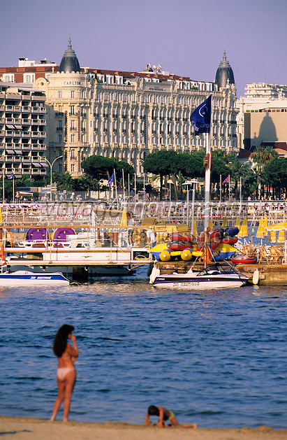 France/06/Alpes-Maritimes/Cannes: Plage de la croisette et l'hotel Carlton intercontinental