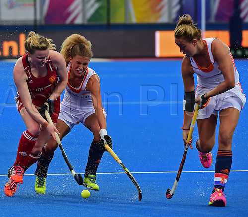 30.08.2015. Lea Valley, London, England. Unibet EuroHockey Championships Day 10. Gold Medal Final. England versus Netherlands. Hollie Webb takes on the Dutch defence