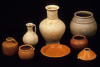 Europe/France/Auvergne/63/Puy-de-Dôme/Lezoux: Le musée de la céramique - Détail d'une urne funéraire et offrandes