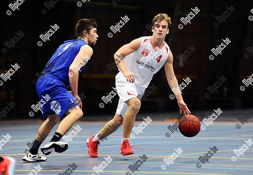 2015-11-15 / Basketbal / seizoen 2015-2016 / Soba Antwerpen - Gistel / Hemeleers met Robin Haerbos (r. Soba)<br /><br />Foto: Mpics.be