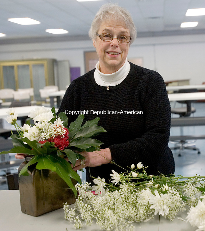 CHESHIRE CT. 19 February 2015-021915SV06-Sylvia Nichols of Connecticut Floral Design in Cheshire Thursday.<br /> Steven Valenti Republican-American