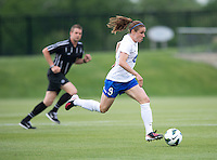 Heather O'Reilly (9) of the Boston Breakers brings the ball up the field during the game at the Maryland SoccerPlex in Boyds, MD.  Washington tied Boston, 1-1.
