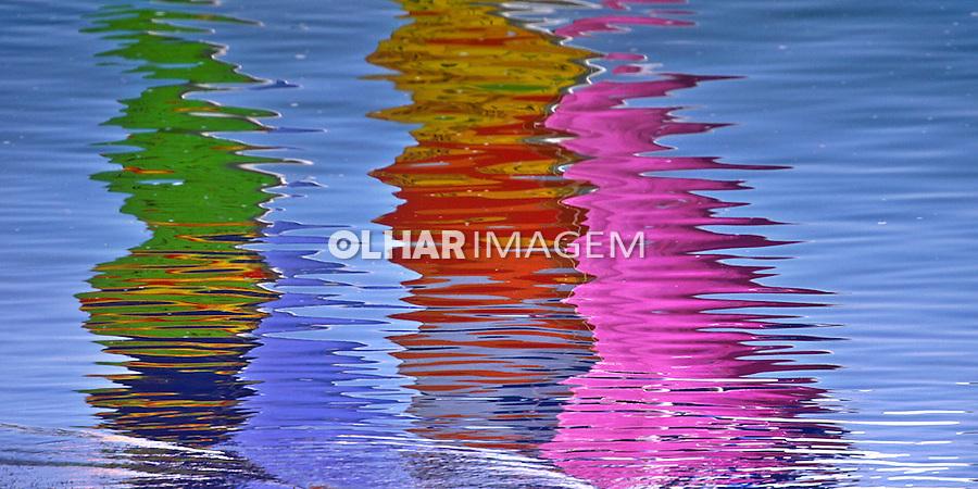 Reflexo na agua. Foto de Manuel Lourenço.