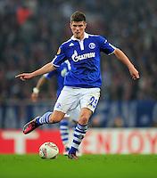 FUSSBALL   EUROPA LEAGUE   SAISON 2011/2012  ACHTELFINALE FC Schalke 04 - Twente Enschede                         15.03.2012 Klaas Jan Huntelaar (FC Schalke 04) Einzelaktion am Ball