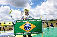 BRASÍLIA,DF 20 DE FEVEREIRO 2013. MANIFESTAÇÃO FORA RENAN CALHEIROS.  Nesta tarde de quarta feira (20), manifestantes fizeram um manifesto no gramado do Congresso Nacional,  de Fora Renan Calheiros, presidente do Senado Federal..FOTO RONALDO BRANDÃO / BRAZILPHOTO PRESS