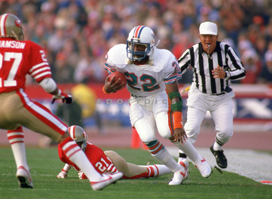Miami Dolphins Tony Nathan (22) during a game from his 1984 season with the Miami Dolphins. Tony Nathan played for 9 season all with the Miami Dolphins and was a 1-time Pro Bowler.(SportPics)