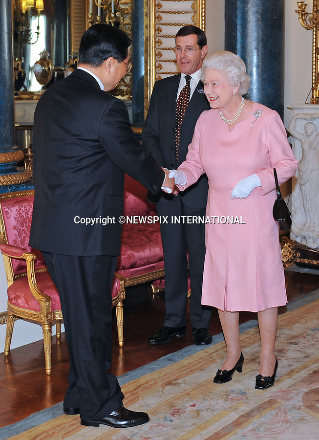 """THE QUEEN MEETS HU JINTAO, PRESIDENT OF CHINA.The Queen met G20 Summit world leaders at a reception at Buckingham Palace, London_01/04/2009..Photo Distributed by : Newspix International..**ALL FEES PAYABLE TO: """"NEWSPIX INTERNATIONAL""""**..PHOTO CREDIT MANDATORY!!: NEWSPIX INTERNATIONAL(Failure to credit will incur a surcharge of 100% of reproduction fees)..IMMEDIATE CONFIRMATION OF USAGE REQUIRED:.Newspix International, 31 Chinnery Hill, Bishop's Stortford, ENGLAND CM23 3PS.Tel:+441279 324672  ; Fax: +441279656877.Mobile:  0777568 1153.e-mail: info@newspixinternational.co.uk"""