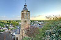 France, Indre-et-Loire (37), Vouvray, l'église et la petite ville vue depuis le côteau // France, Indre et Loire , Vouvray, the little town and the church