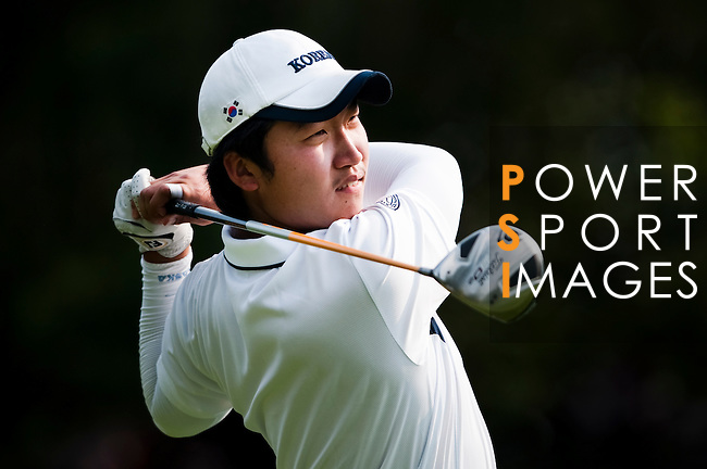 SHENZHEN, CHINA - OCTOBER 29: Il-Hwan Park of South Korea plays his tee shot on the 2nd hole during the day one of Asian Amateur Championship at the Mission Hills Golf Club on October 29, 2009 in Shenzhen, Guangdong, China.  (Photo by Victor Fraile/The Power of Sport Images) *** Local Caption *** Il-Hwan Park