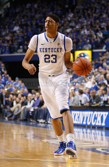 UK forward Anthony Davis looks for a teammate during the first half of the UK Men's basketball game against Alabama on 1/21/12 in Lexington, Ky. Photo by Quianna Lige | Staff
