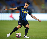 Calcio, Serie A: Roma vs Inter. Roma, stadio Olimpico, 2 ottobre 2016.<br /> FC Inter&rsquo;s Antonio Candreva in action during the Italian Serie A football match between Roma and FC Inter at Rome's Olympic stadium, 2 October 2016.<br /> UPDATE IMAGES PRESS/Isabella Bonotto