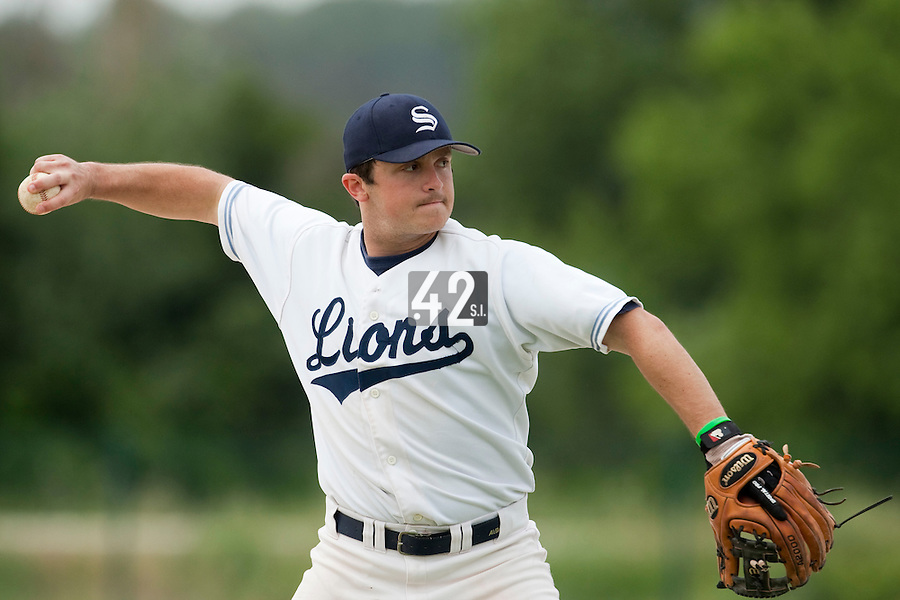 21 May 2009: Alex Pickett of Savigny throws the ball during the 2009 challenge de France, a tournament with the best French baseball teams - all eight elite league clubs - to determine a spot in the European Cup next year, at Montpellier, France.