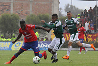 PASTO - COLOMBIA, 10-03-2019: Andrey Estupiñan del Pasto disputa el balón con Darwin Andrade del Cali durante partido por la fecha 9 de la Liga Águila I 2019 entre Deportivo Pasto y Deportivo Cali jugado en el estadio Estadio Municipal de Ipiales. / Andrey Estupiñan of Pasto struggles the ball with Darwin Andrade of Cali during match for the date 9 as part of Aguila League I 2019 between Deportivo Pasto and Deportivo Cali played at Municipal stadium of Ipiales.  Photo: VizzorImage / Leonardo Castro / Cont