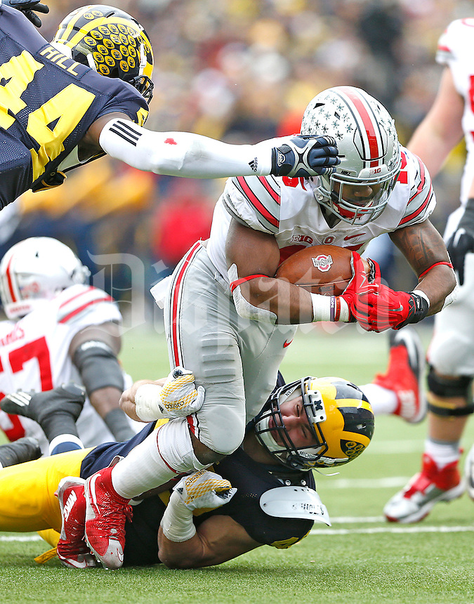 Ohio State Buckeyes running back Ezekiel Elliott (15) breaks free to gain yardage that set up the Buckeyes second TD at Michigan Stadium on November 28, 2015. (Chris Russell/Dispatch Photo)