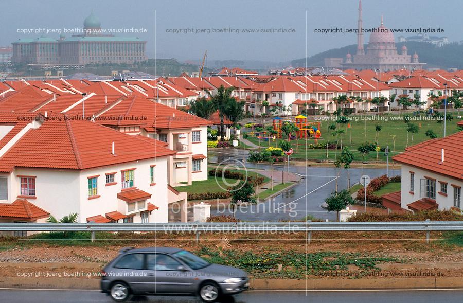 MALAYSIA, Kuala Lumpur, government complex with gated communities and mosque in Putrajaya / MALAYSIA, Kuala Lumpur, Regierungskomplex, Wohnviertel und Moschee in Putrajaya