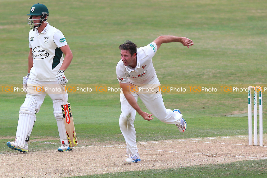 David Masters in bowling action for Essex during Essex CCC vs Worcestershire CCC, Specsavers County Championship Division 2 Cricket at the Essex County Ground on 2nd September 2016