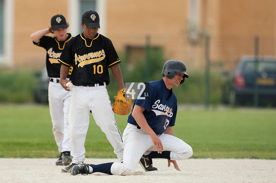 21 May 2009: Christophe Goniot of Savigny looks injured as he slides safely into second base next to Rodrigo Rodriguez of Clermont-Ferrand during the 2009 challenge de France, a tournament with the best French baseball teams - all eight elite league clubs - to determine a spot in the European Cup next year, at Montpellier, France.