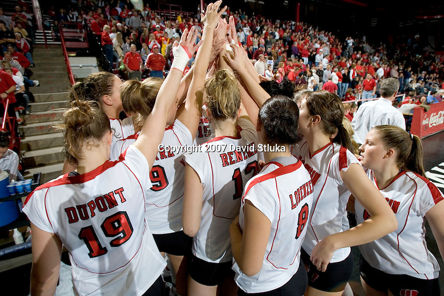 MADISON, WI - OCTOBER 27: The Wisconsin Badgers volleyball team against the Penn State Nittany Lions on October 27, 2006 in Madison, Wisconsin. (Photo by David Stluka)