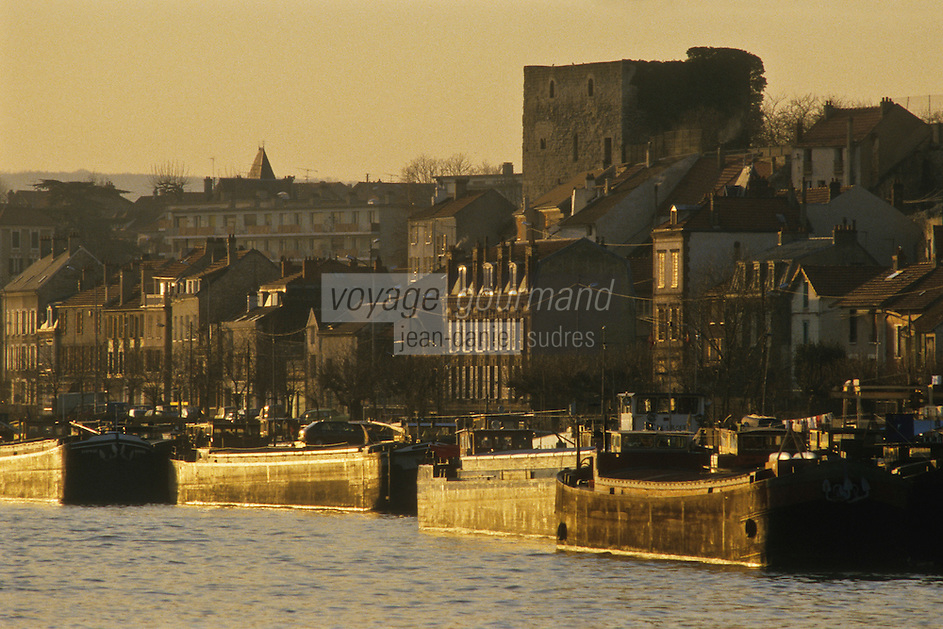 Europe/France/Ile-de-France/78/Yvelines/Conflans-Sainte-Honorine:  le port fluvial - Capitale française de la Batellerie<br /> PHOTO D'ARCHIVES // ARCHIVAL IMAGES<br /> FRANCE 1980