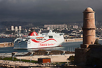Europe/France/Provence-Alpes-Côte d'Azur/13/Bouches-du-Rhône/Marseille: Le fort Saint-Jean  et le Port de Commerce