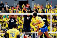 CURITIBA,PR, - 07.07.2017 – BRASIL-EUA -  Partida entre Brasil (amarelo) e EUA (azul), jogo válido pela liga mundial de vôlei no estádio Arena da Baixada, em Curitiba nesta sexta-feira (07). (Foto: Paulo Lisboa/Brazil Photo Press)