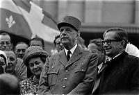 Daniel Johnson (D) lors de la Visite du general Charles  DeGaulle,<br /> le 23 juillet 1967, a Quebec<br /> <br /> Photographe : Photo Moderne<br /> - Agence Quebec Presse