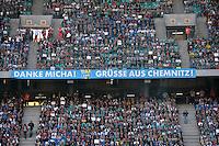 &quot;Danke Micha - Gr&uuml;&szlig;e aus Chemnitz&quot; steht auf einem Banner geschrieben - Abschiedsspiel von Michael Ballack in der Red-Bull-Arena Leipzig. Unter dem Motto &quot;Ciao Capitano&quot; bestreitet der Ex-Fussballprofi sein letztes gro&szlig;es Spiel mit Freunden in Leipzig gegen eine Auswahl von Wegbegleitern. <br /> Foto: Christian Nitsche