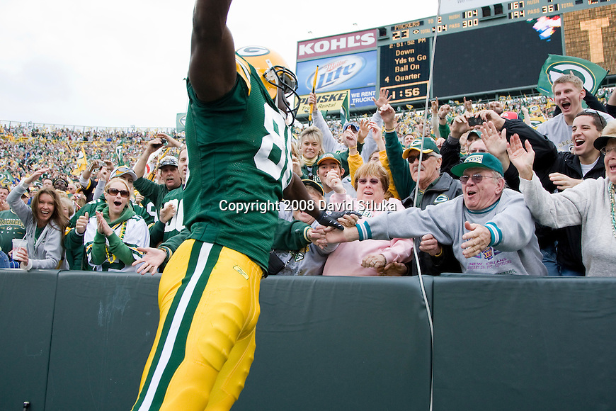 GREEN BAY, WI - OCTOBER 5: Tight end Donald Lee #86 of the Green Bay Packers does the Lambeau Leap after scoring a touchdown against the Atlanta Falcons at Lambeau Field on October 5, 2008 in Green Bay, Wisconsin. The Falcons beat the Packers 27-24. (Photo by David Stluka)