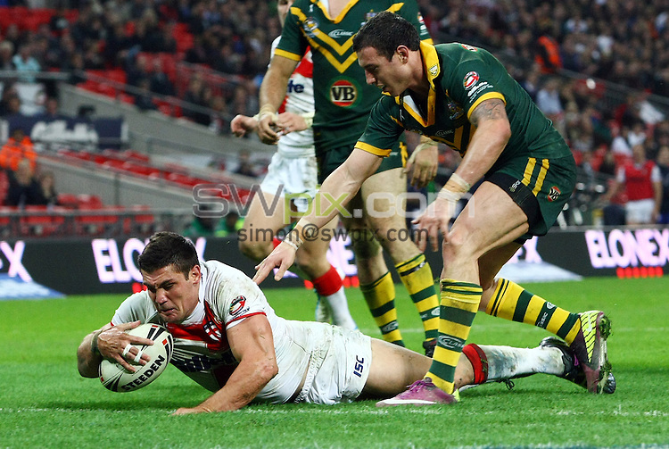 PICTURE BY VAUGHN RIDLEY/SWPIX.COM - Rugby League - Gillette 4 Nations 2011 - England v Australia - Wembley Stadium, London, England - 5/11/11 - England's Chris Heighington scores a try.