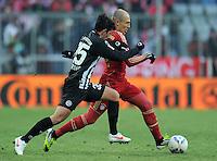 FUSSBALL   1. BUNDESLIGA  SAISON 2011/2012   21. Spieltag FC Bayern Muenchen - 1. FC Kaiserslautern       11.02.2012 Arjen Robben (re, FC Bayern Muenchen) gegen Julian Derstroff (1. FC Kaiserslautern)