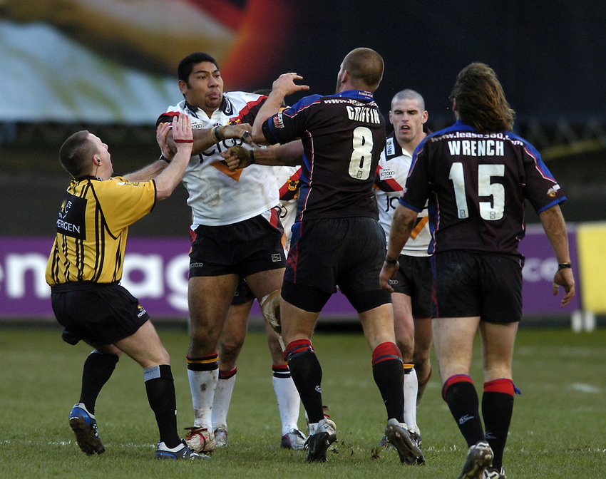 Photo. Jed Wee..Bradford Bulls v Wakefield Trinity, Super League X, 13/02/2005..Bradford's Lesley Vainikolo (L) exchanges punches blows with Wakefield's Darrell Griffin.