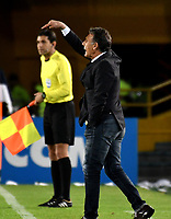BOGOTÁ - COLOMBIA, 02-09-2018: Miguel Ángel Russo, técnico de Millonarios (COL), durante partido de vuelta entre Millonarios (COL) y el Independiente Santa Fe (COL), de los octavos de final, llave A por la Copa Conmebol Sudamericana 2018, en el estadio Nemesio Camacho El Campin, de la ciudad de Bogotá. / Miguel Angel Russo, coach of Millonarios (COL), during a match of the second leg between Millonarios (COL) and Independiente Santa Fe (COL), of the eighth finals, key A for the Conmebol Sudamericana Cup 2018 in the Nemesio Camacho El Campin stadium in Bogota city. Photo: VizzorImage / Luis Ramírez / Staff.