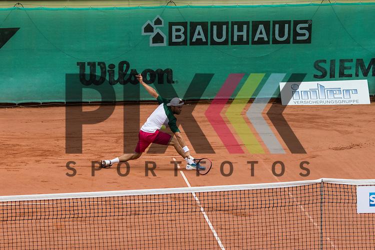 Der Mannheimer Radu Albot in seinem Spiel gegen Luca Vanni. in der Tennis Bundesliga, TK Gr&uuml;n Weiss Mannheim - TC Weinheim 1902.<br /> <br /> Foto &copy; PIX-Sportfotos *** Foto ist honorarpflichtig! *** Auf Anfrage in hoeherer Qualitaet/Aufloesung. Belegexemplar erbeten. Veroeffentlichung ausschliesslich fuer journalistisch-publizistische Zwecke. For editorial use only.