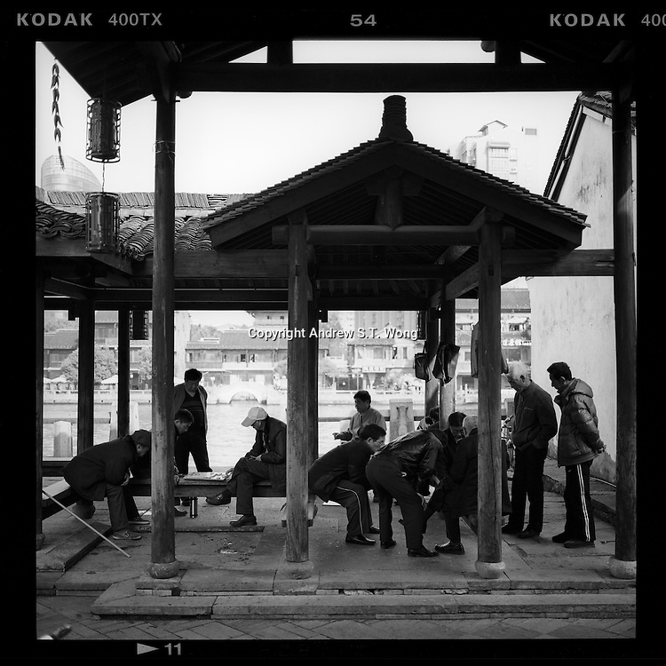 Local residents play Chinese chess along the ancient Beijing-Hangzhou Grand Canal in Hangzhou, Zhejiang province, China, March 2013. (Mamiya 6, 75mm, Kodak TRI-X film)