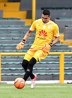 BOGOTA - COLOMBIA - 26-02-2017: Leandro Castellanos, portero de Independiente Santa Fe, durante partido por la fecha 6 entre Independiente Santa Fe y Cortulua, de la Liga Aguila I-2017, en el estadio Nemesio Camacho El Campin de la ciudad de Bogota. / Leandro Castellanos, goalkeeper of Independiente Santa Fe, during a match of the date 6 between Independiente Santa Fe and Cortulua, for the Liga Aguila I -2017 at the Nemesio Camacho El Campin Stadium in Bogota city, Photo: VizzorImage / Luis Ramirez / Staff.